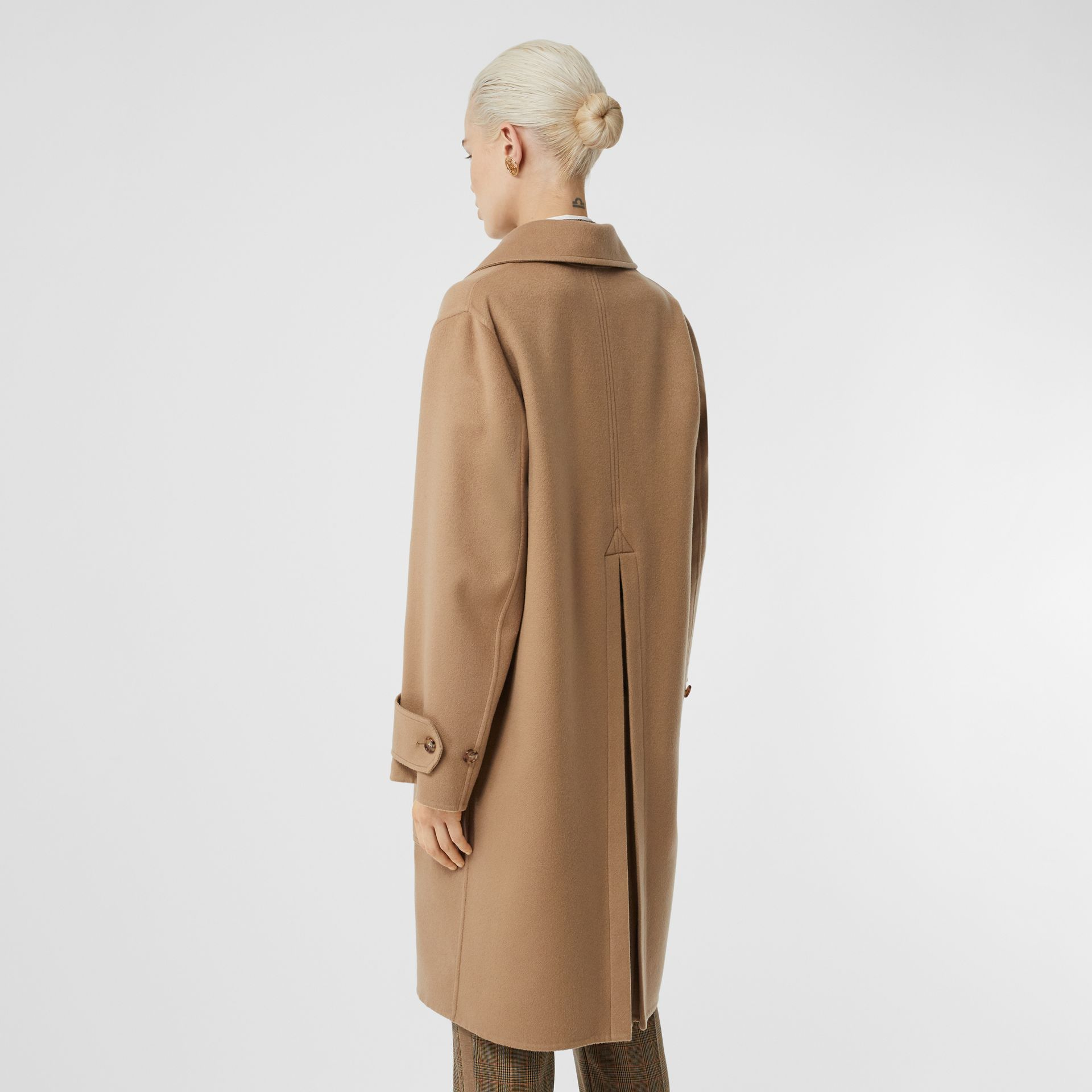 Double-faced Cashmere Oversized Coat in Light Camel - Women | Burberry - gallery image 2
