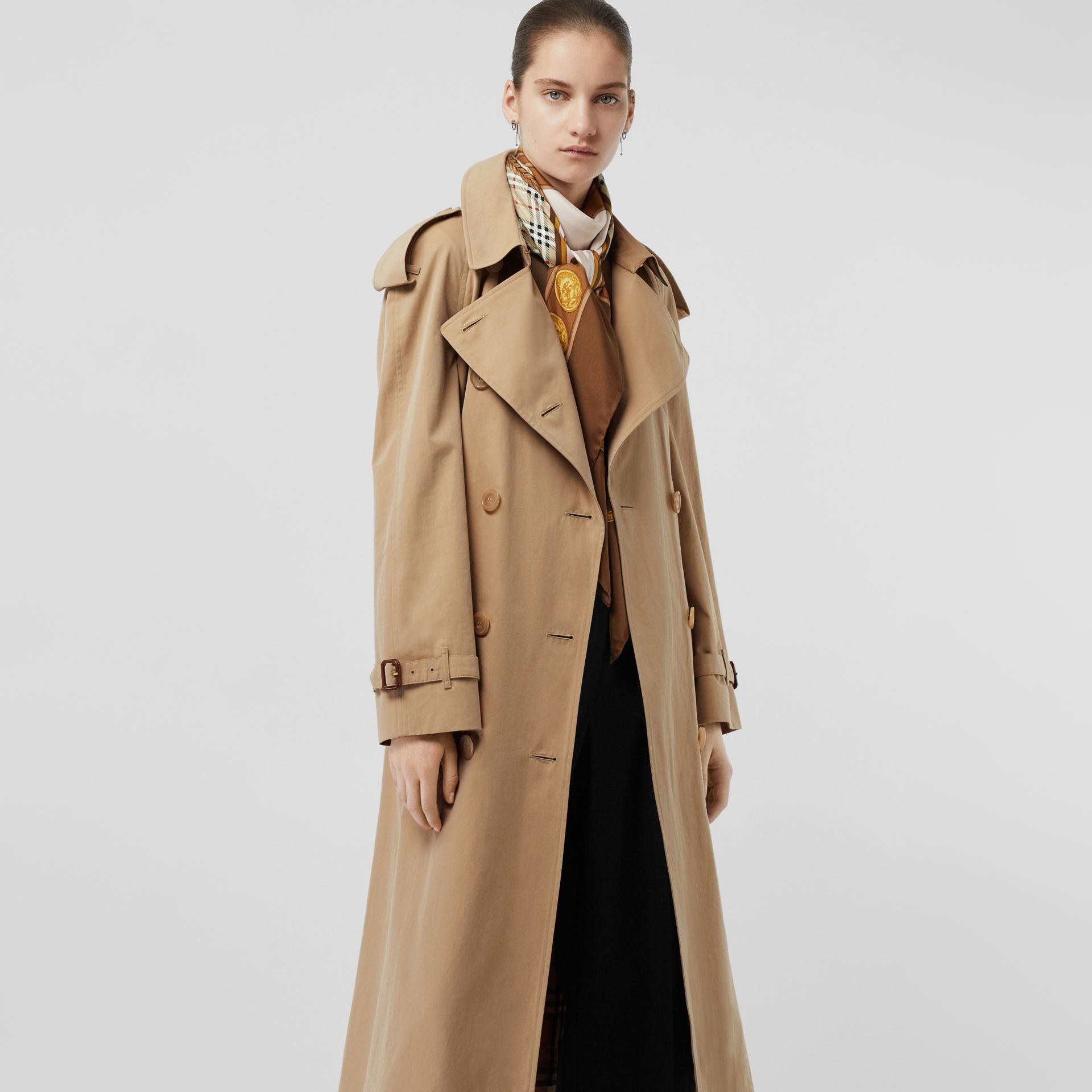 The Long Westminster Heritage Trench Coat in Honey - Women | Burberry United Kingdom - gallery image 6