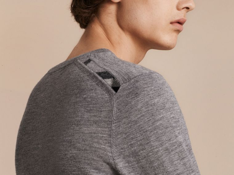 Pale grey melange Lightweight Crew Neck Cashmere Sweater with Check Trim Pale Grey Melange - cell image 4