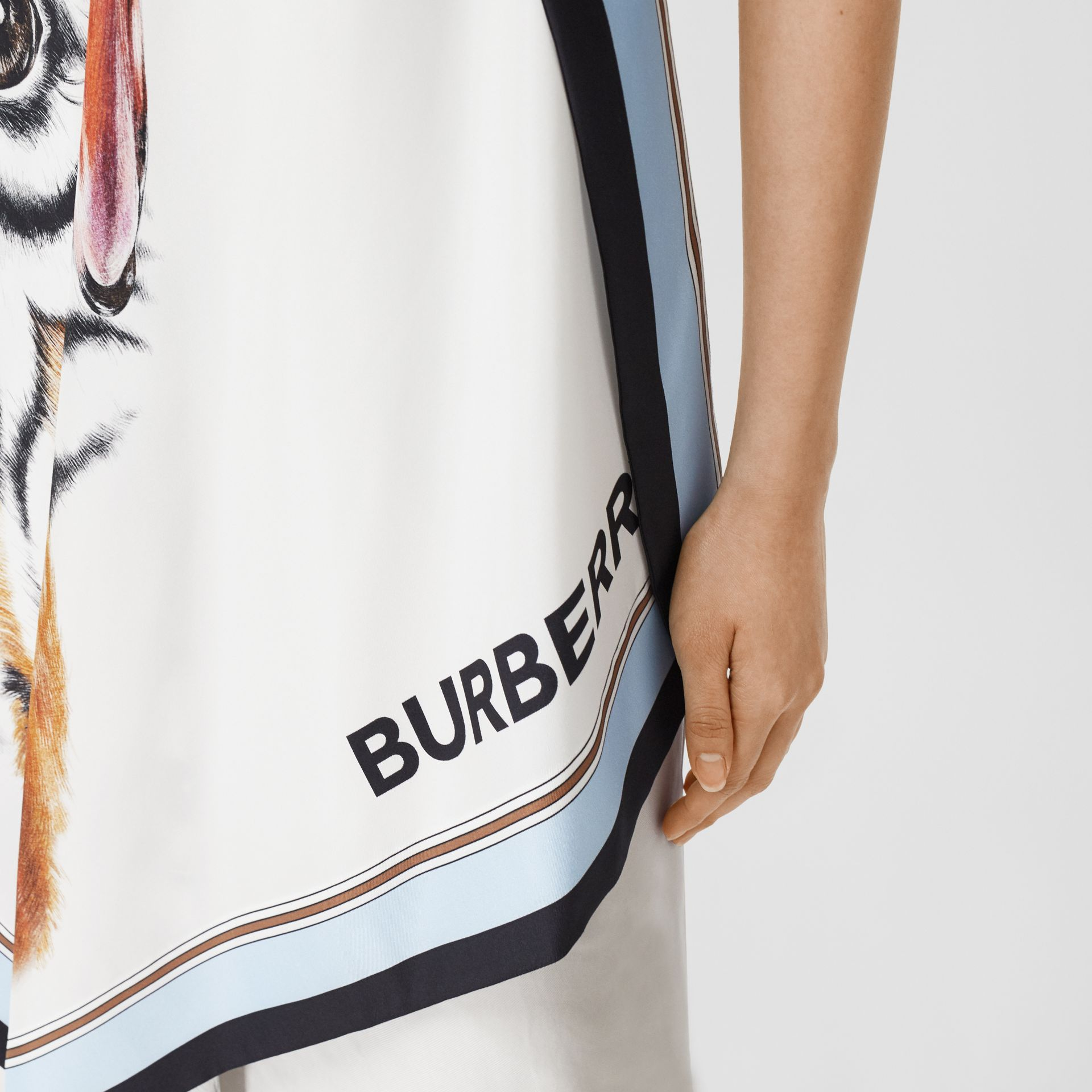Animalia Print Silk Scarf Dress in Porcelain - Women | Burberry United Kingdom - gallery image 4