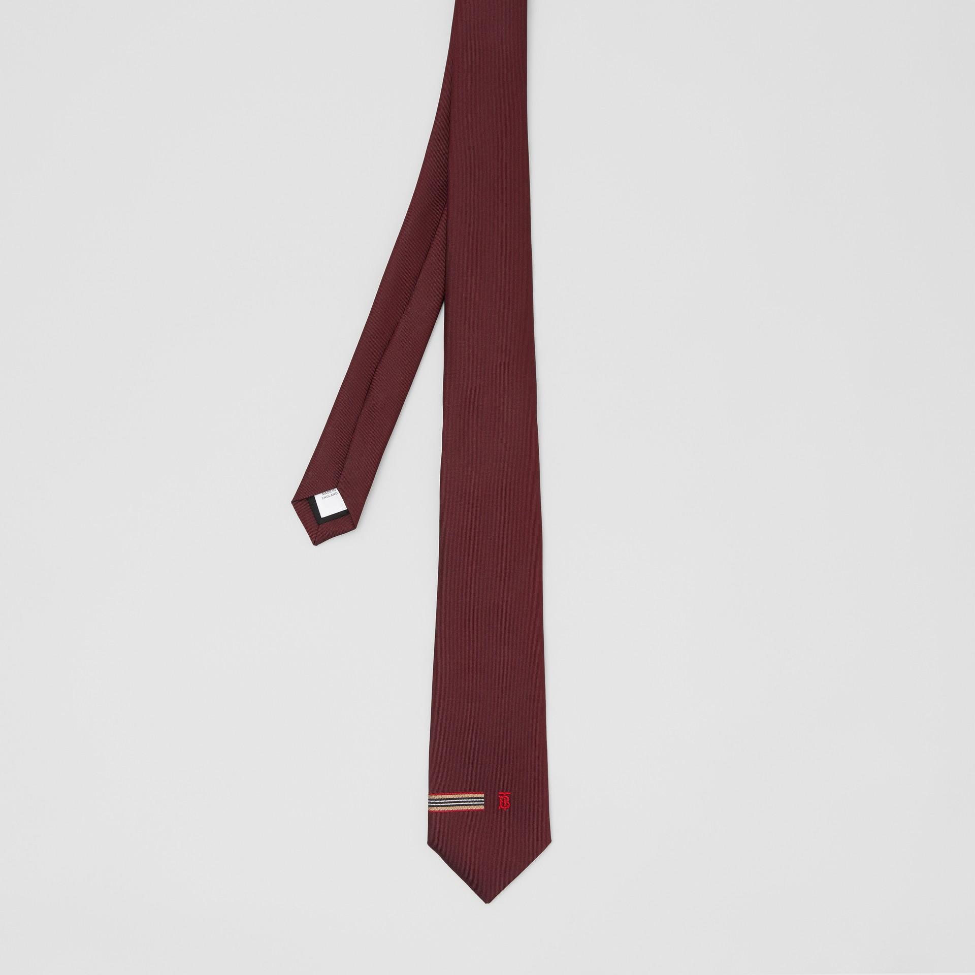 Corbata de pala clásica en seda con detalle a rayas Icon Stripe y monograma (Granate) - Hombre | Burberry - imagen de la galería 3