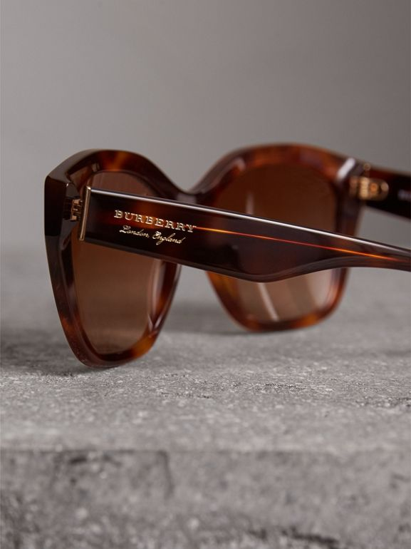 Square Frame Sunglasses in Light Brown - Women | Burberry Singapore - cell image 1