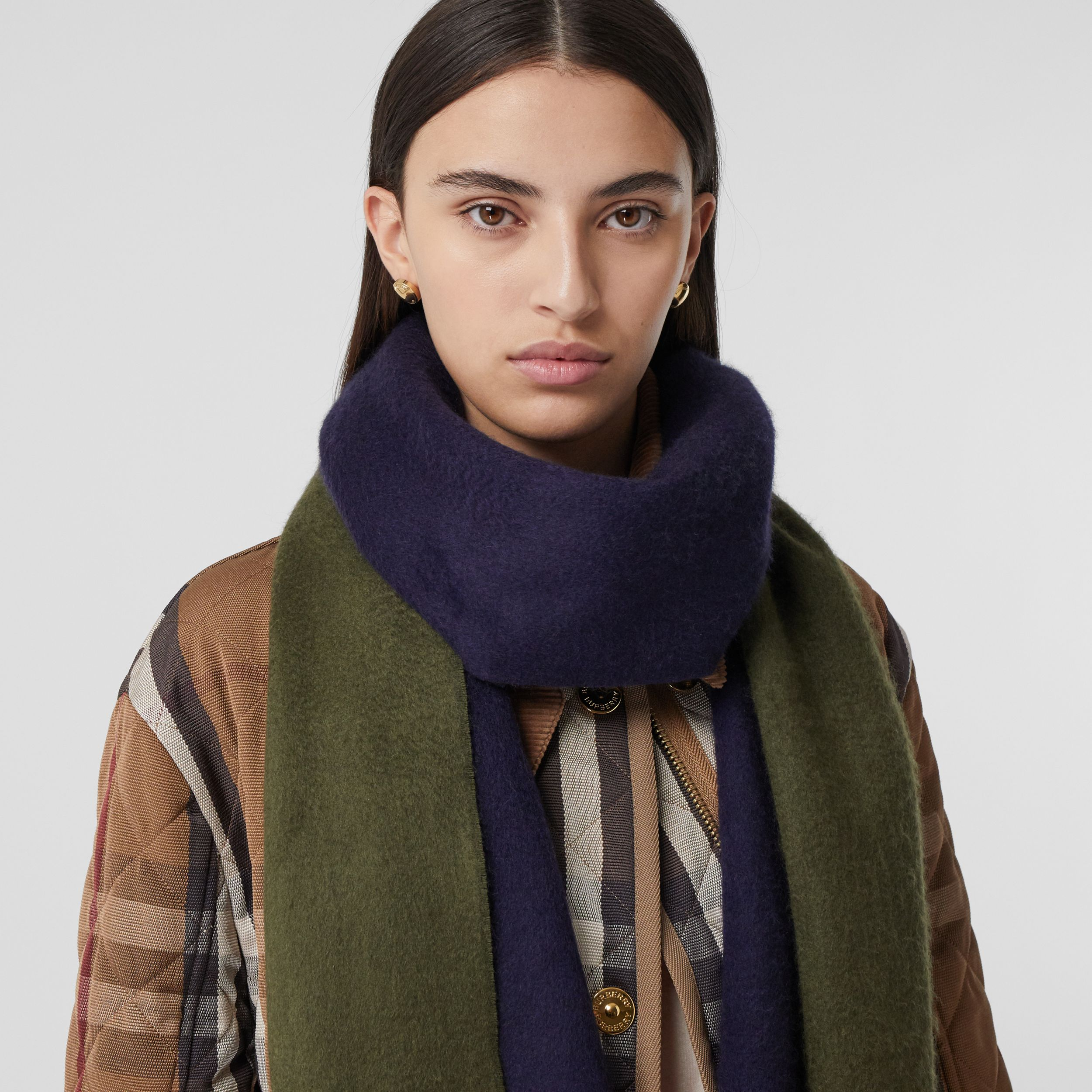 Reversible Monogram Motif Cashmere Scarf in Navy | Burberry - 3