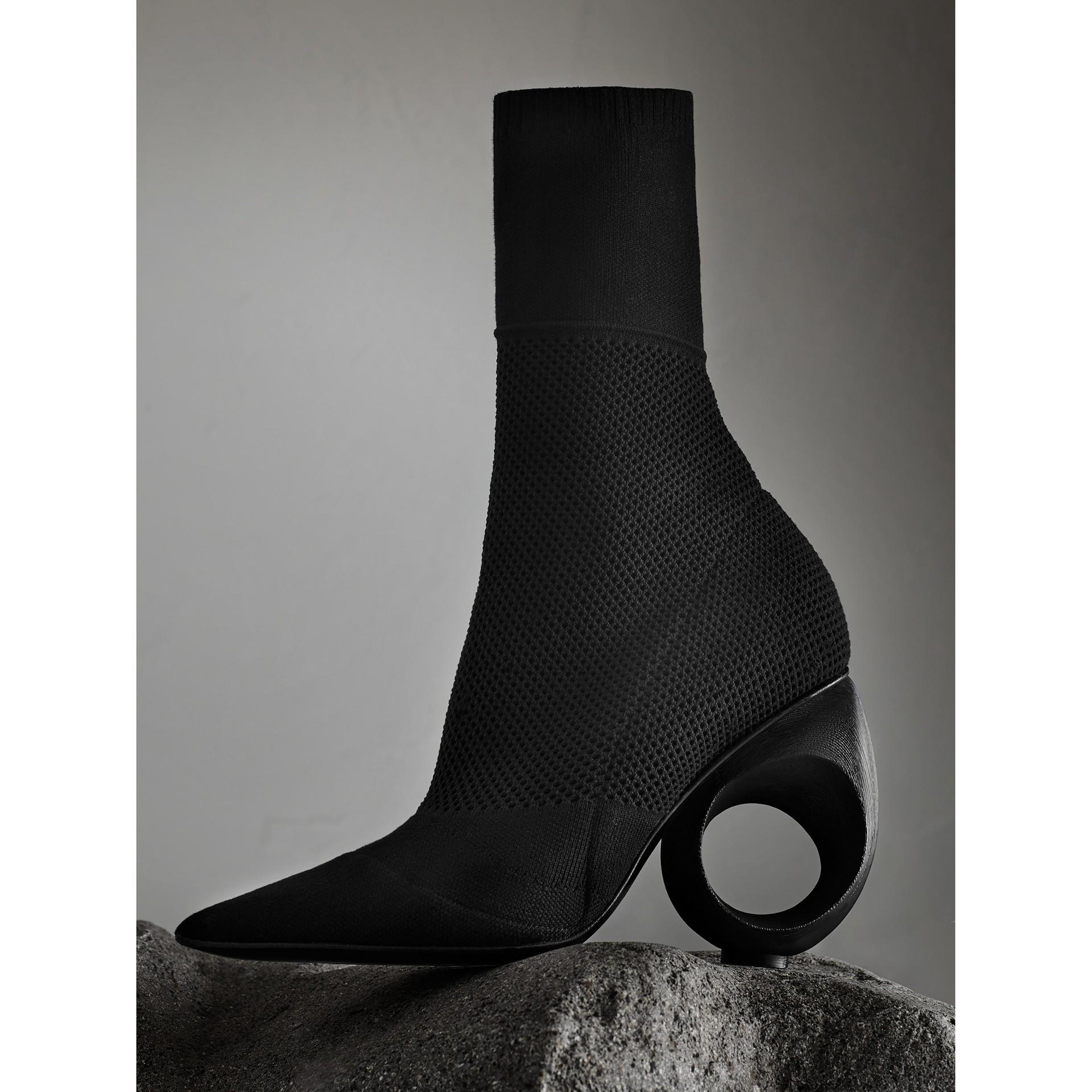 Botas de cano médio com salto modelado (Preto) - Mulheres | Burberry - galeria de imagens 1
