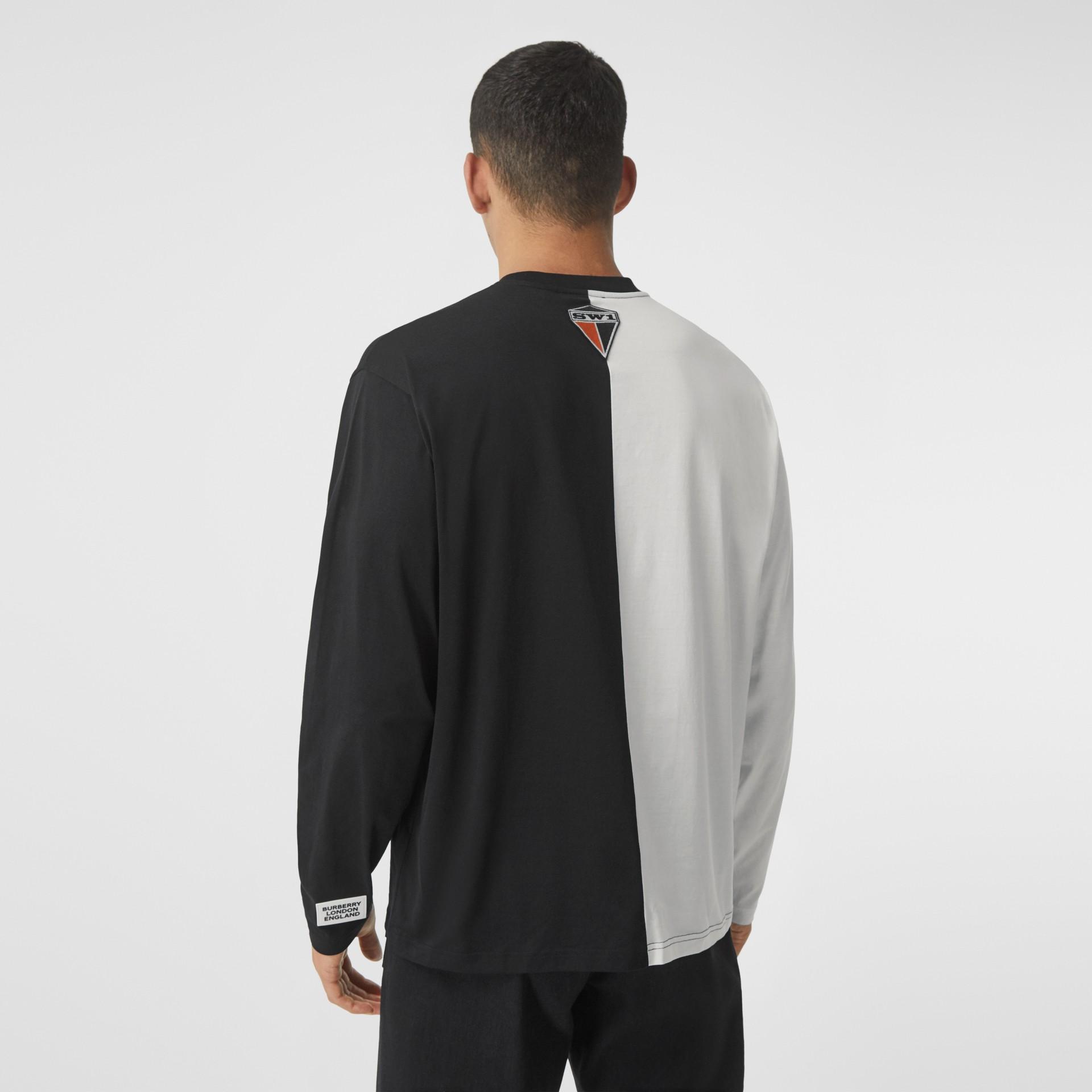 Haut oversize en coton à imprimé montage avec manches à découpes (Noir/blanc) - Homme | Burberry - photo de la galerie 2