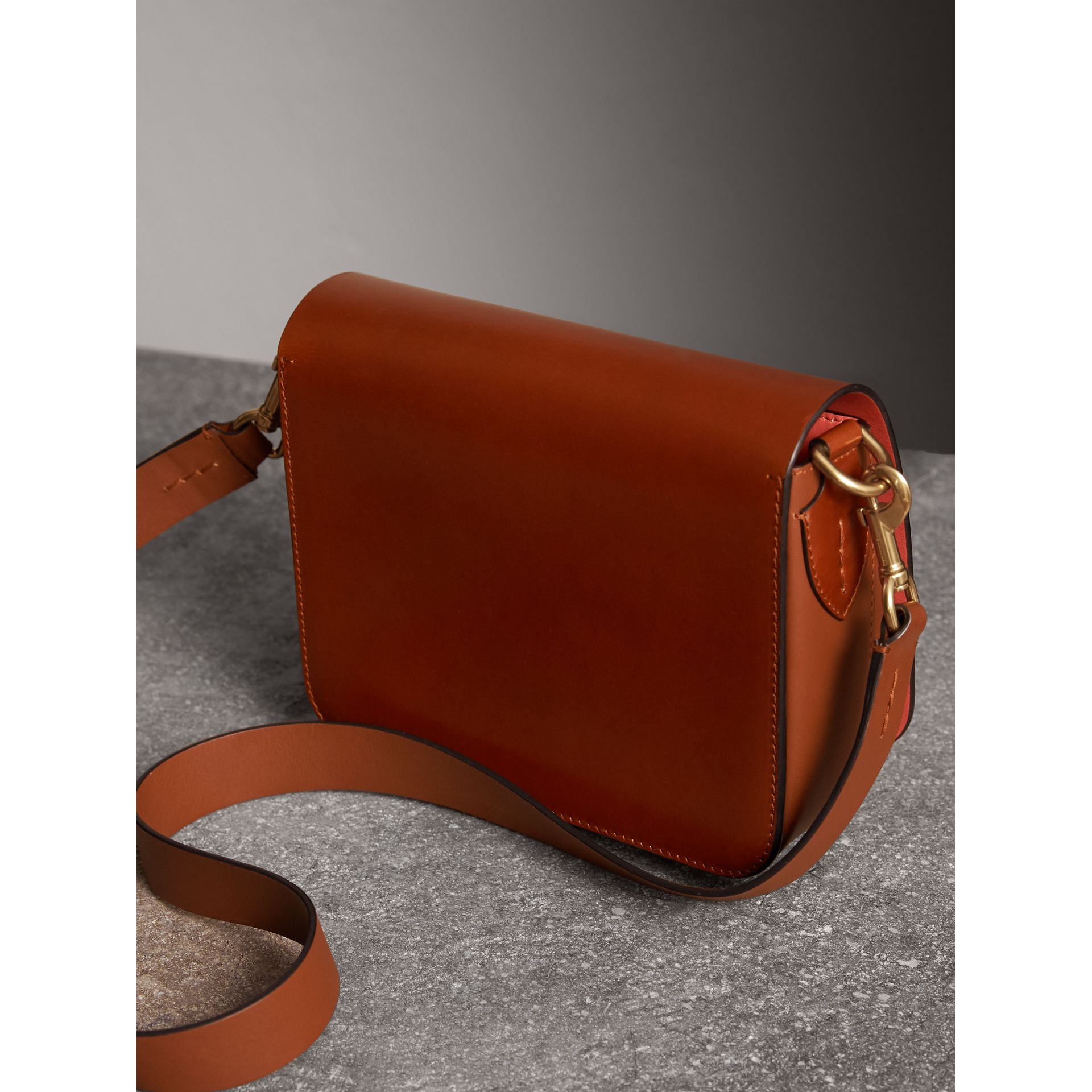 The Satchel squadrata in pelle a briglia (Marroncino) - Donna | Burberry - immagine della galleria 3