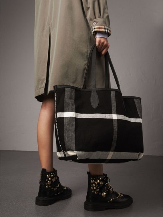 The Medium Reversible Doodle Tote in Black | Burberry - cell image 3