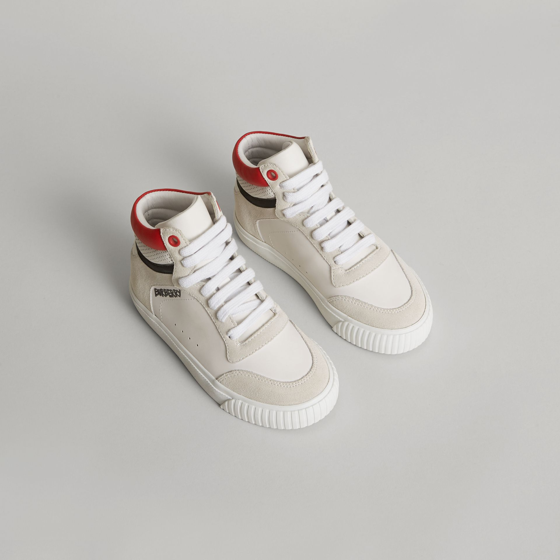 Sneakers montantes en cuir et cuir velours (Blanc Optique) | Burberry - photo de la galerie 0