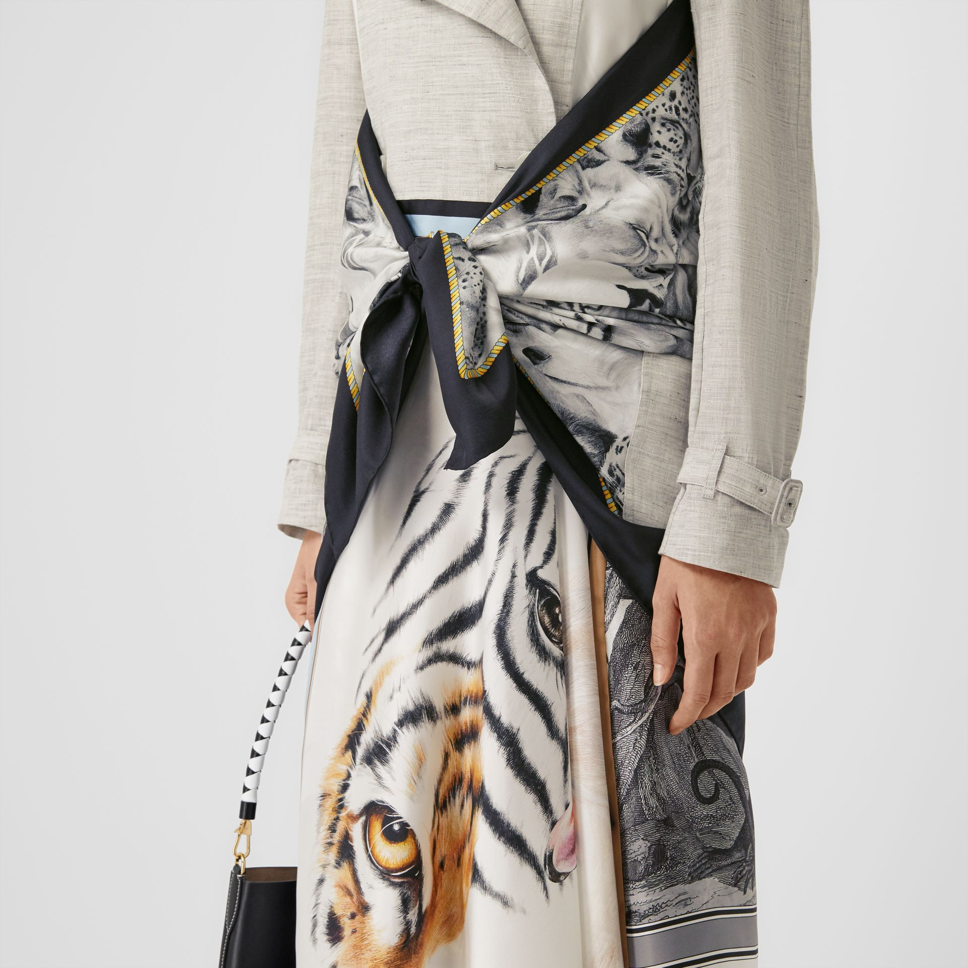 Animalia Print Linen Trench Dress in Grey Melange - Women | Burberry - gallery image 4