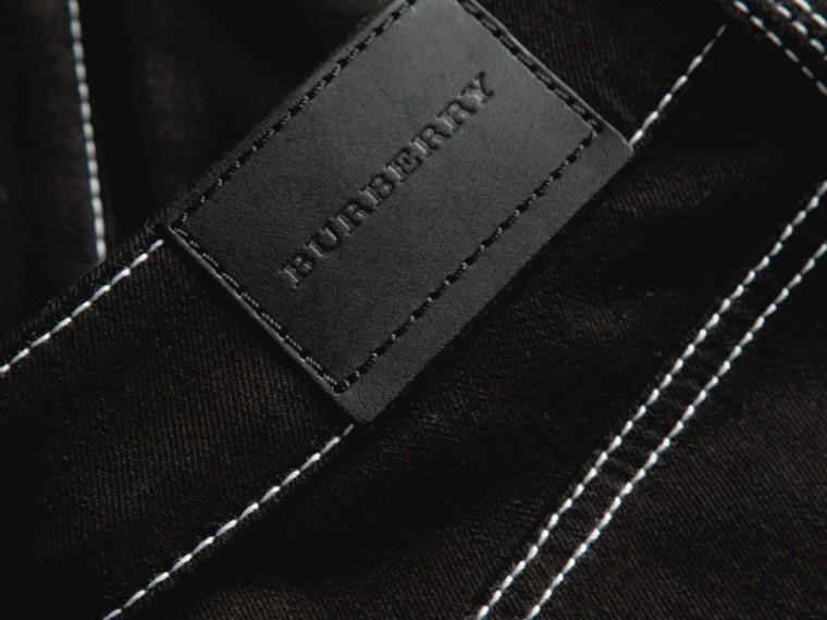 Schwarz Skinny-Jeans aus Stretchdenim mit kontrastierenden Steppnähten - cell image 1