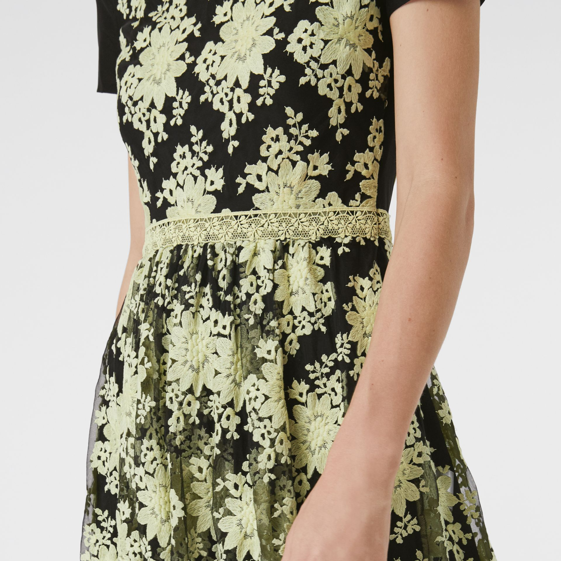 Short-sleeve Embroidered Tulle Dress in Pale Camomile - Women | Burberry Australia - gallery image 4