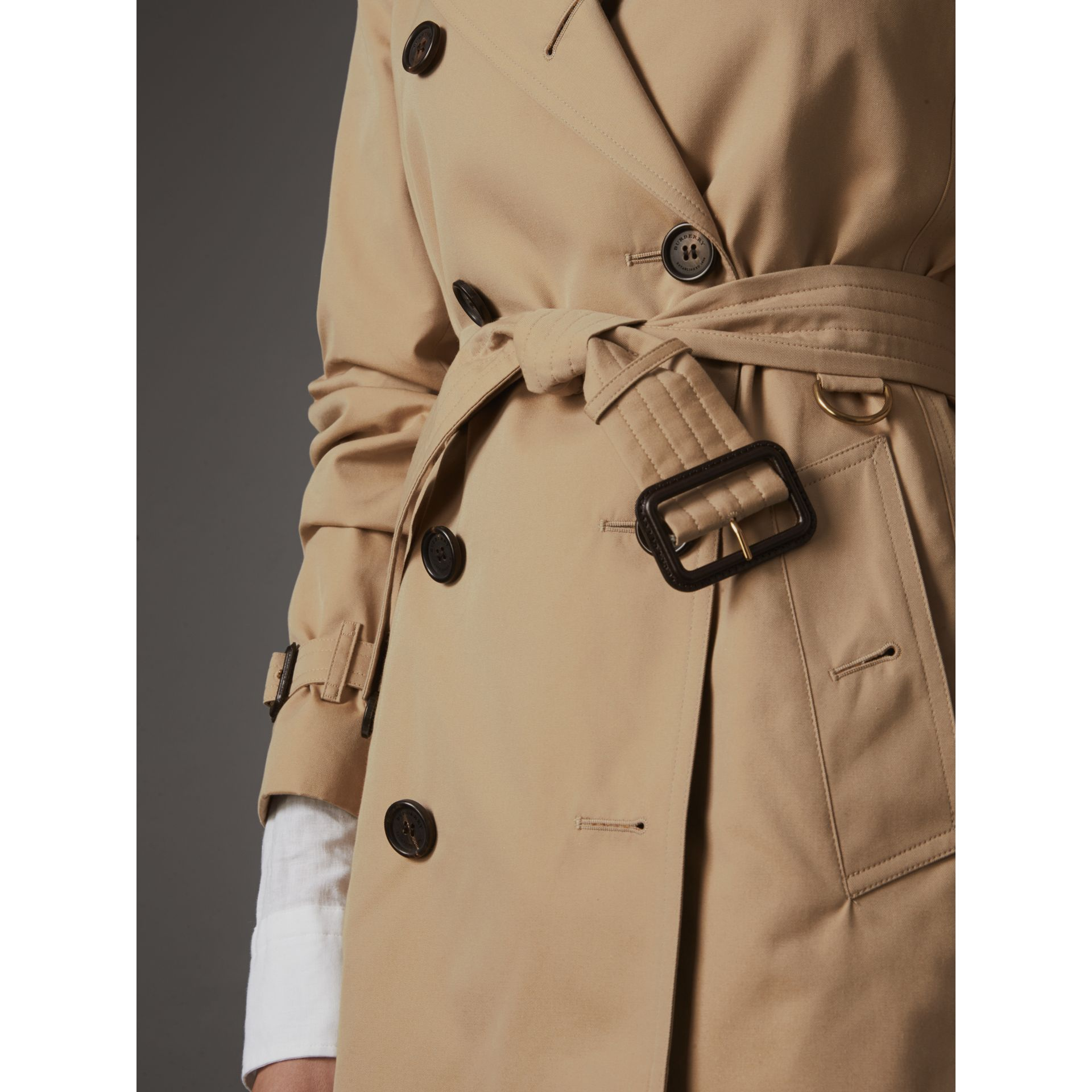 The Kensington – Short Trench Coat in Honey - Women | Burberry Singapore - gallery image 6