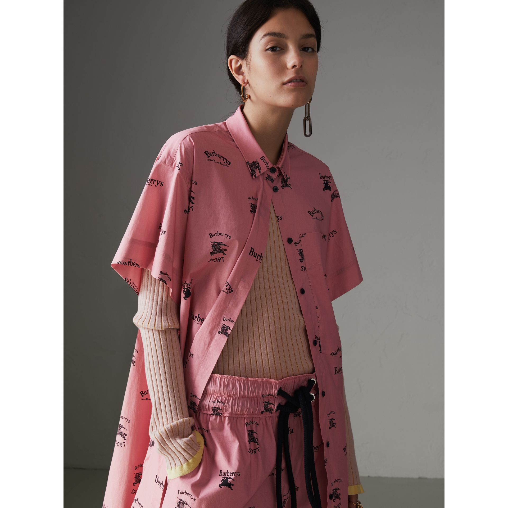 Short-sleeve Archive Logo Print Stretch-cotton Shirt in Pink - Women | Burberry United States - gallery image 4