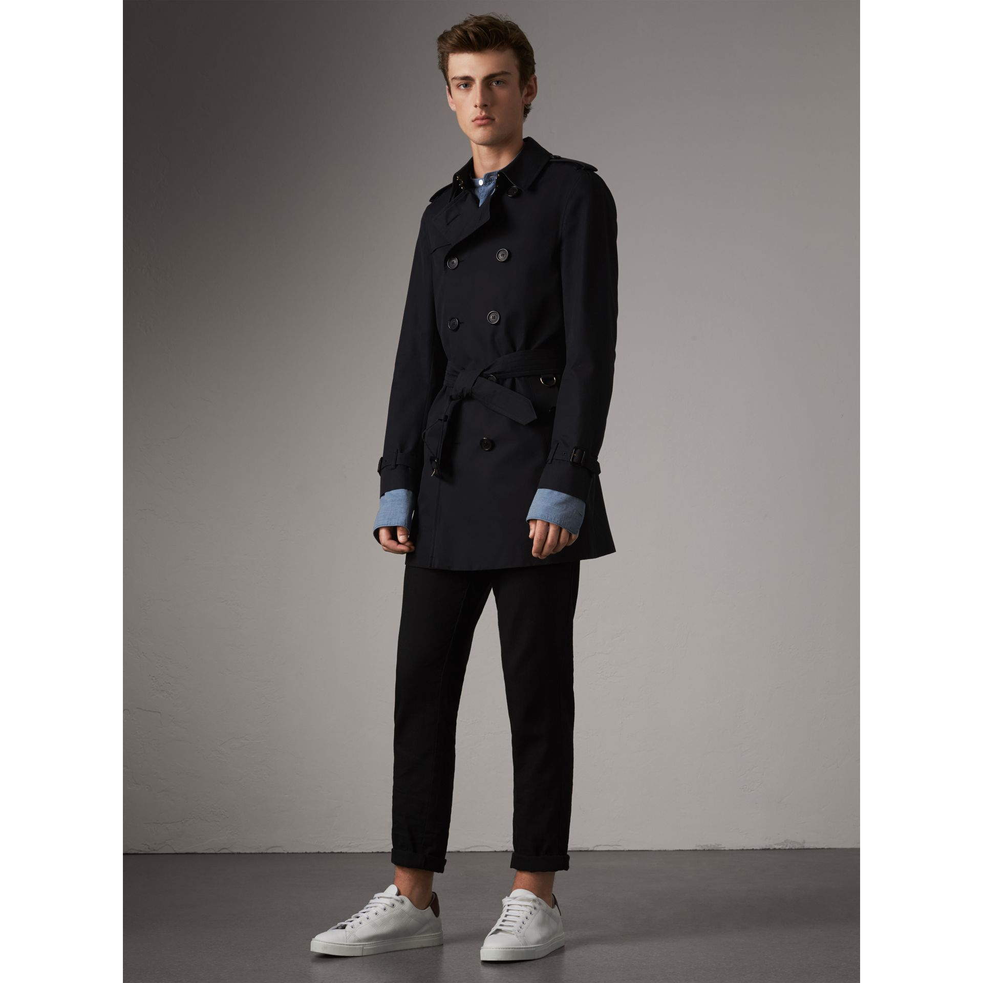 The Chelsea – Short Heritage Trench Coat in Navy - Men | Burberry - gallery image 8