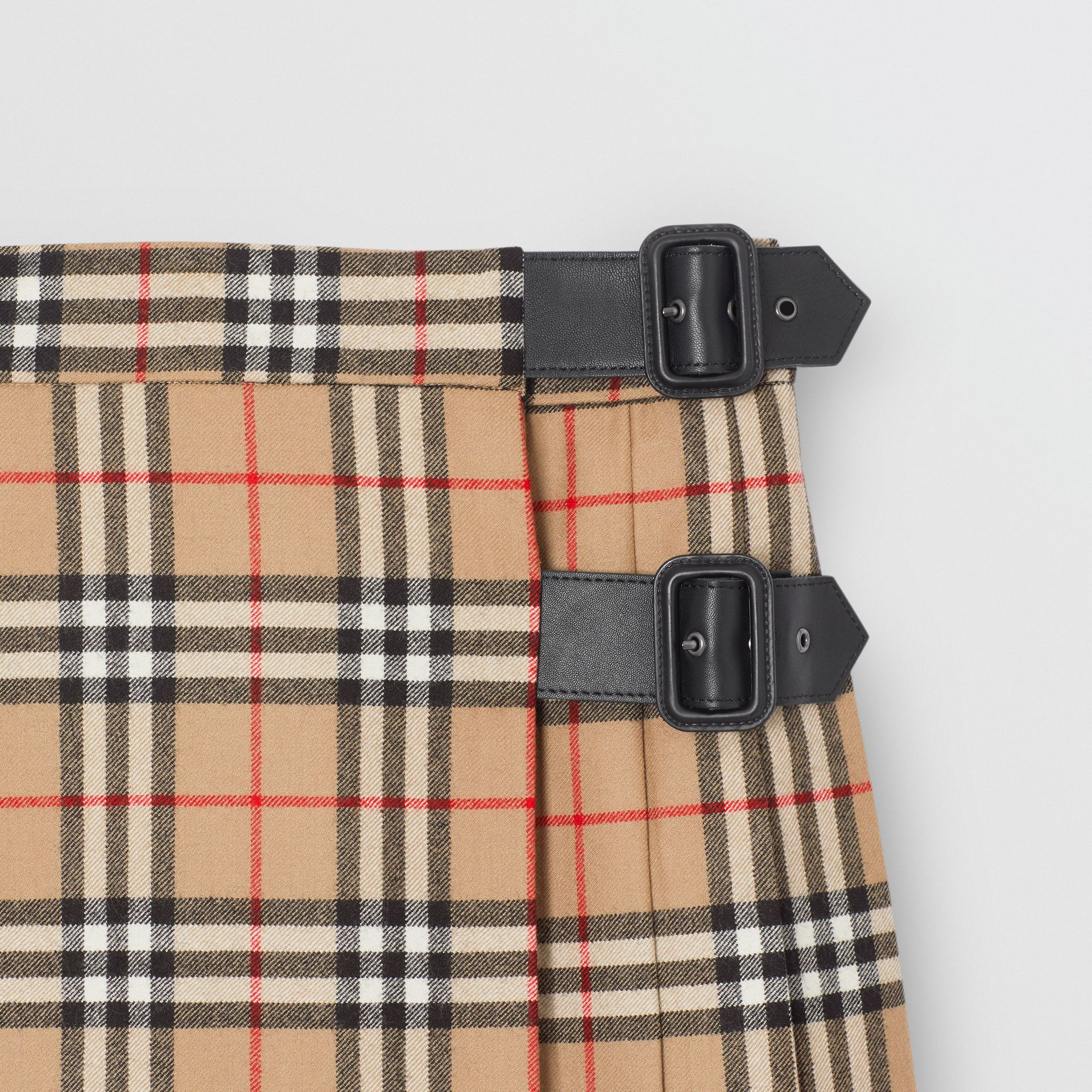 Lambskin Detail Vintage Check Wool Kilt in Archive Beige | Burberry - gallery image 4