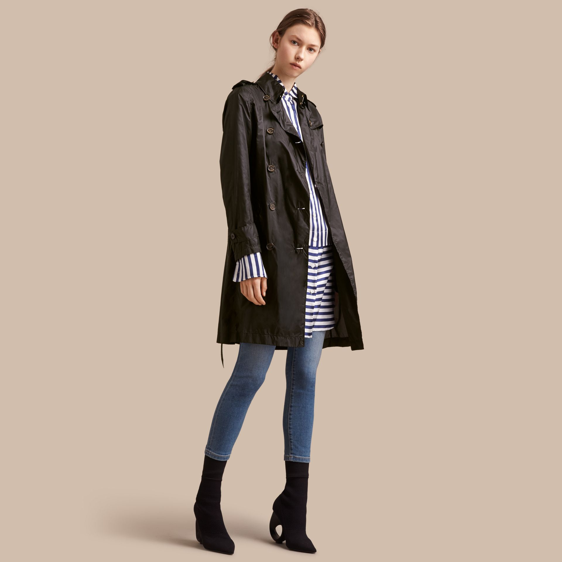 Super-lightweight Trench Coat in Black - Women | Burberry Singapore - gallery image 1