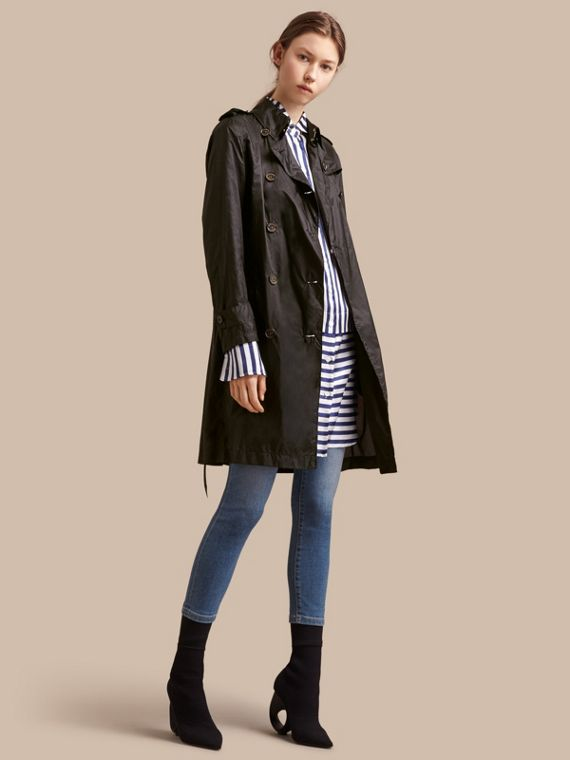 Super-lightweight Trench Coat in Black