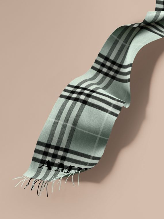 The Classic Cashmere Scarf in Check Dusty Mint