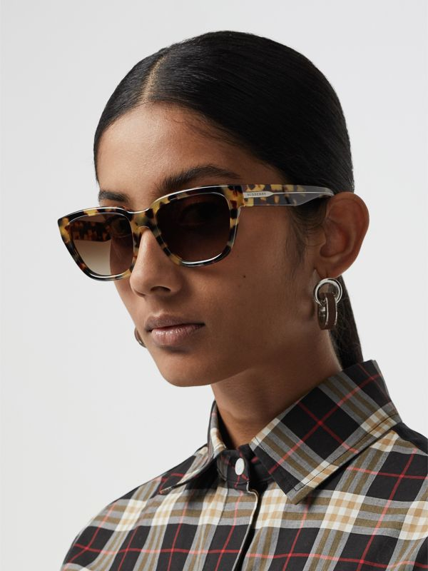 Square Frame Sunglasses in Tortoiseshell - Women | Burberry Hong Kong S.A.R - cell image 2