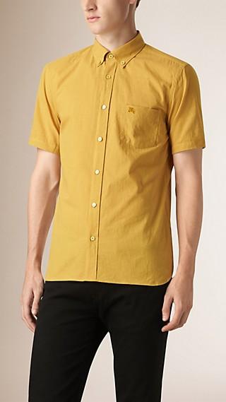 Camisa listrada de linho e algodão com mangas curtas