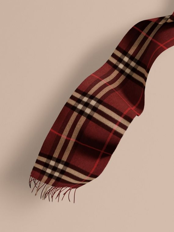 The Classic Cashmere Scarf in Check Claret