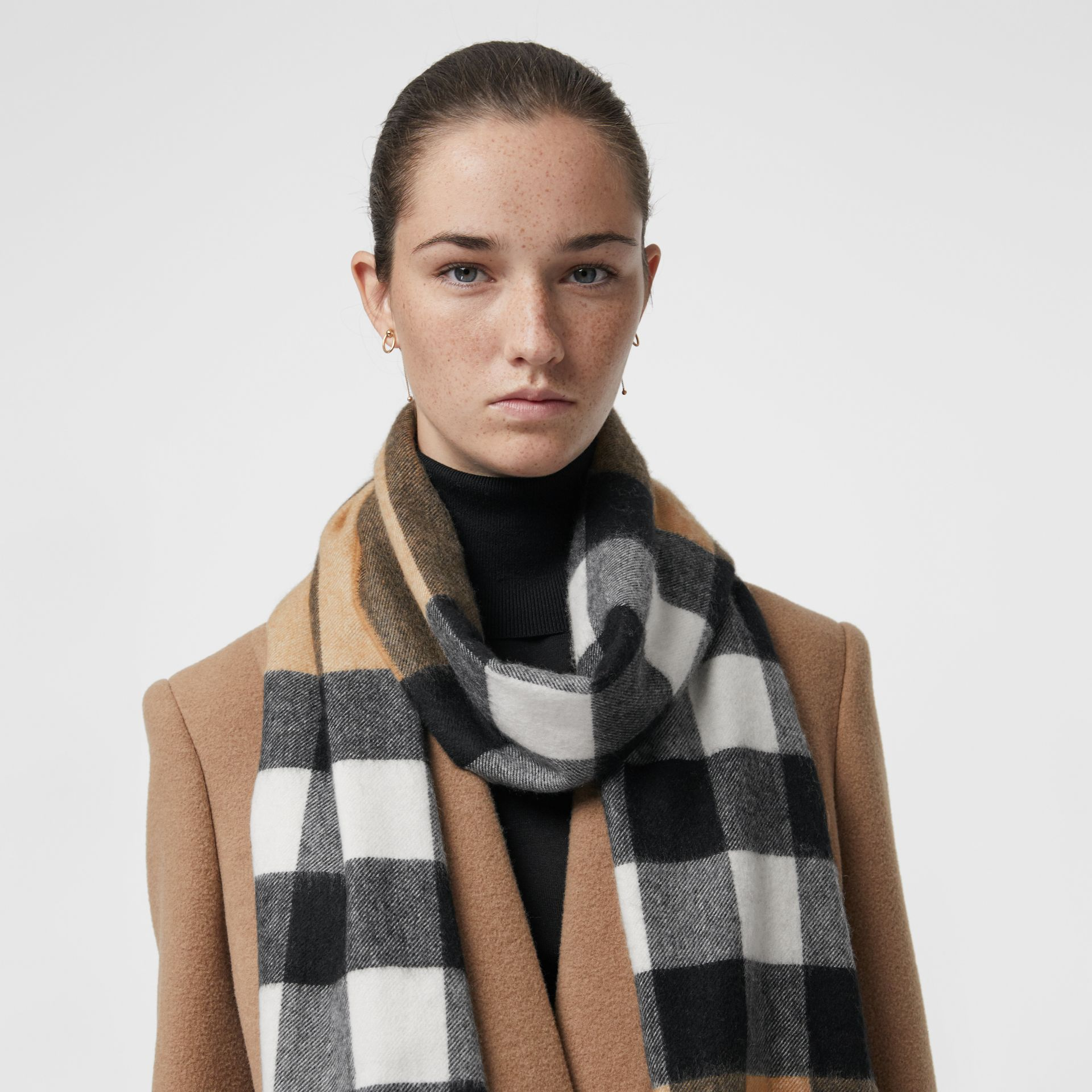 The Large Classic Cashmere Scarf in Check in Camel | Burberry United States - gallery image 5