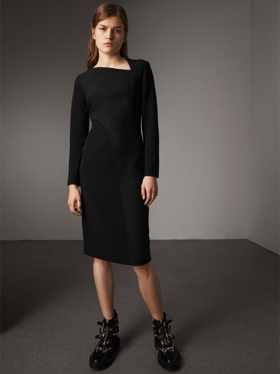 スラッシュネック パネルドドレス (ブラック)