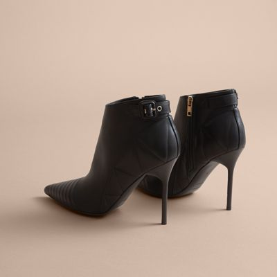 Discover the range of women's boots from Burberry. Shop from a variety of luxury leather boots featuring platforms, biker boots, ankle and riding boots Burberry United States.
