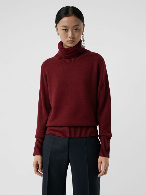 Archive Logo Appliqué Cashmere Roll-neck Sweater in Red