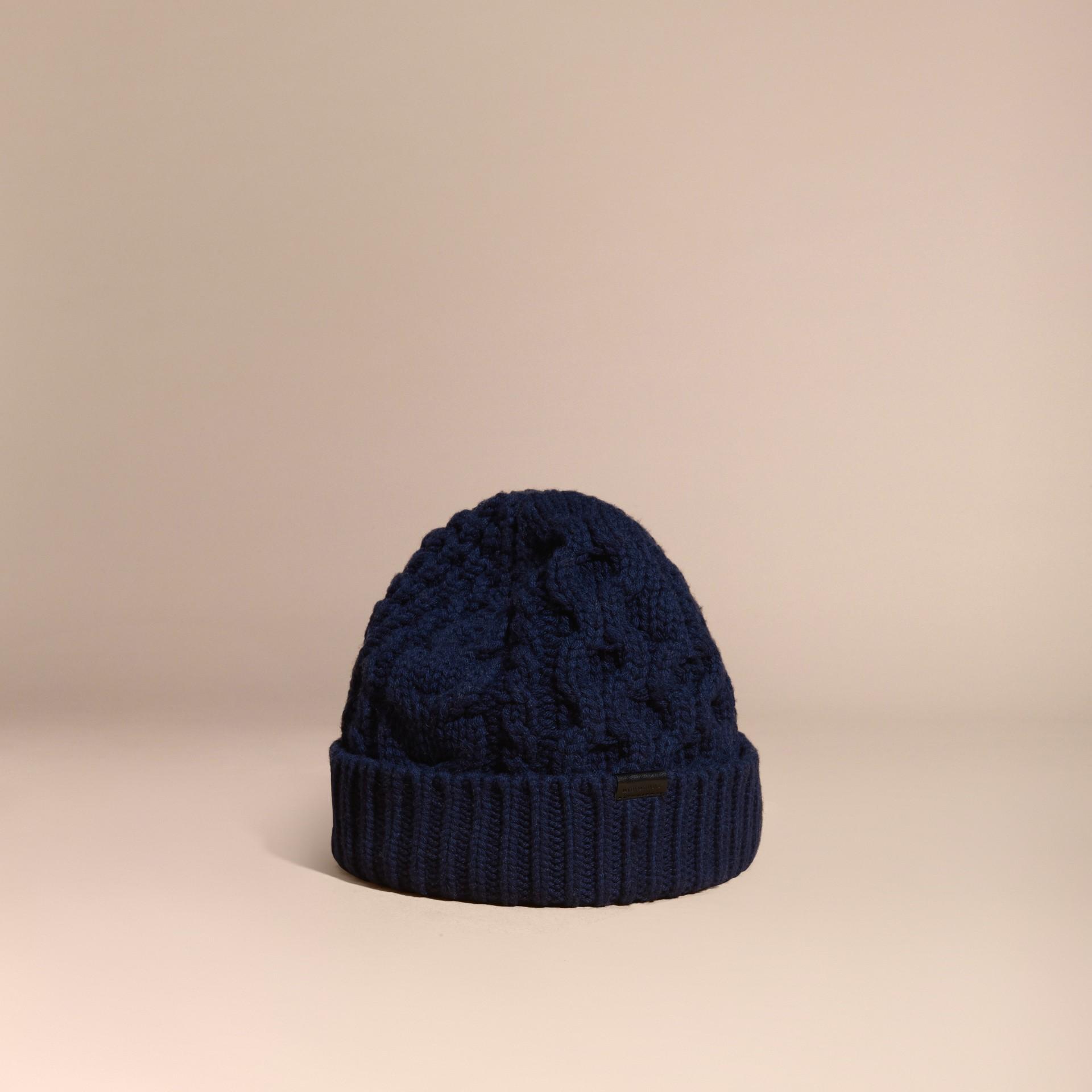 Navy scuro Cappellino in lana e cashmere con lavorazione Aran Navy Scuro - immagine della galleria 1
