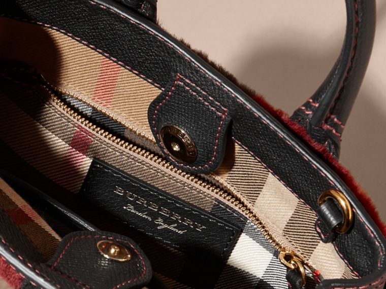 Borsa The Baby Banner in pelle con motivo tartan in patchwork di shearling (Rosa) - Donna | Burberry - cell image 4