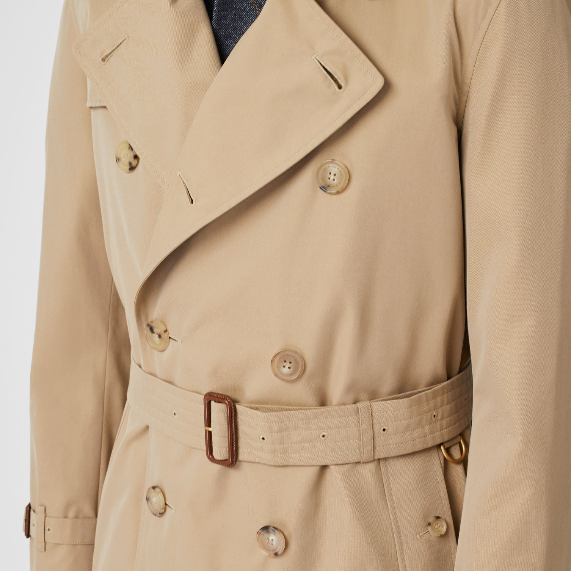 The Long Chelsea Heritage Trench Coat in Honey - Men | Burberry United Kingdom - gallery image 4