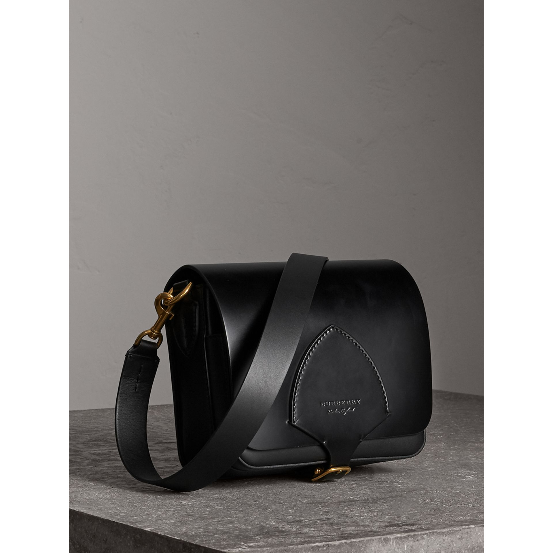Sac The Satchel carré en cuir de tannage végétal (Noir) - Femme | Burberry - photo de la galerie 7