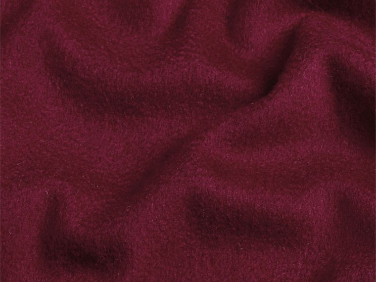The Classic Cashmere Scarf in Plum - cell image 4