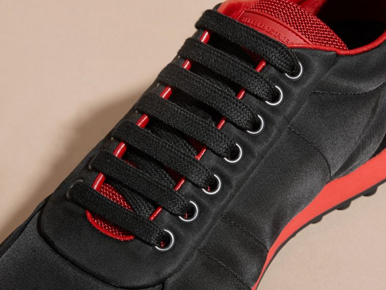 Nero/rosso militare Sneaker tecniche con finiture effetto texture Nero/rosso Militare - cell image 1
