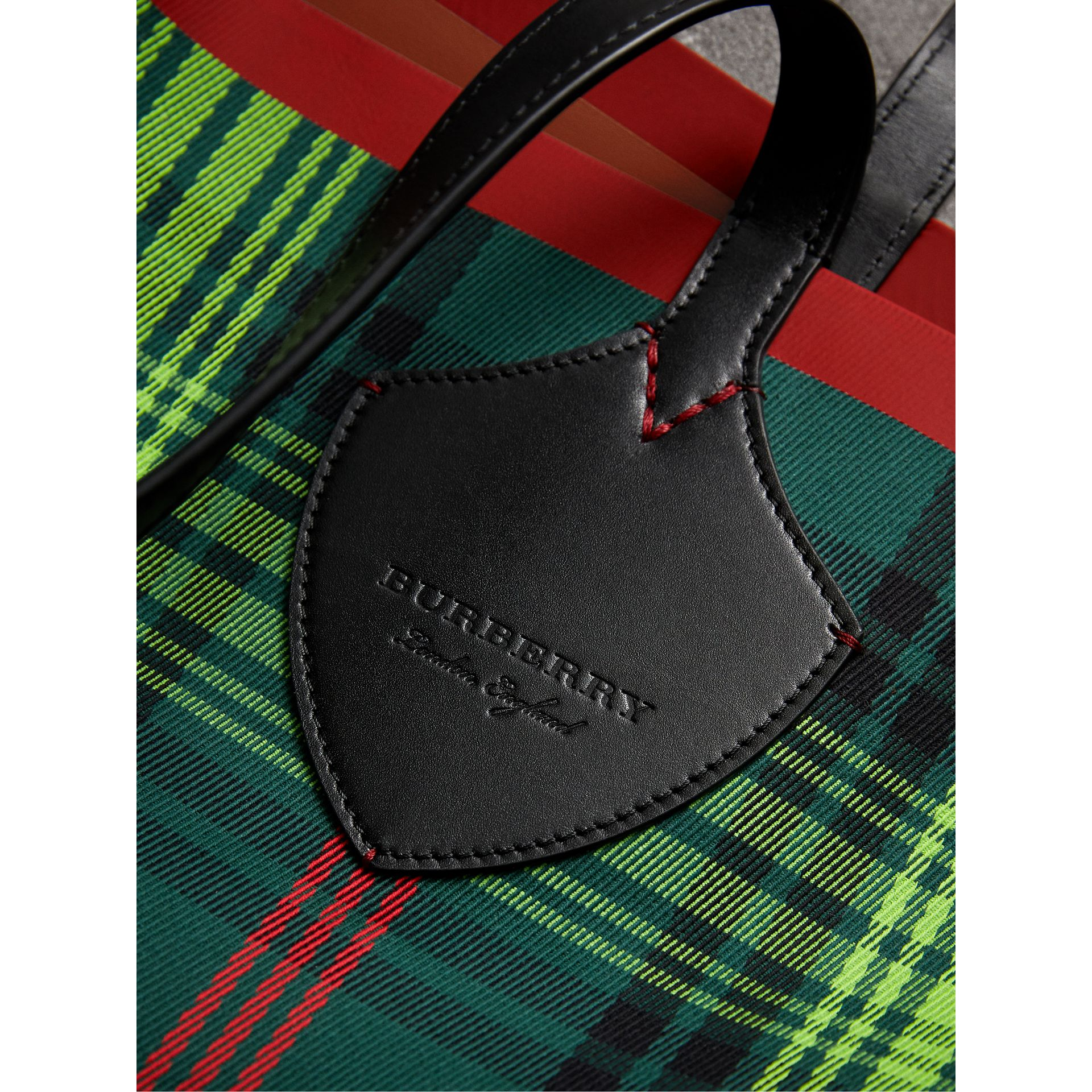 The Giant Reversible Tote in Tartan and Leather in Tan/pine Green | Burberry - gallery image 1