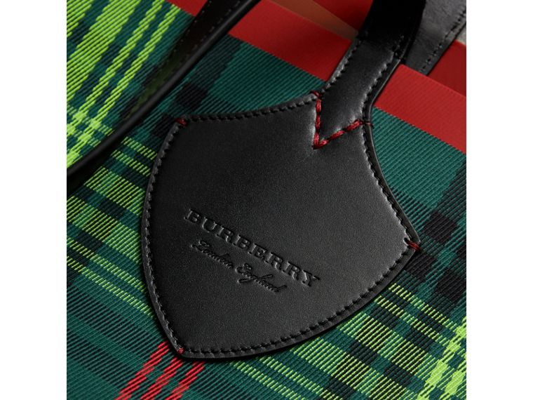 The Giant Reversible Tote in Tartan and Leather in Tan/pine Green | Burberry Singapore - cell image 1