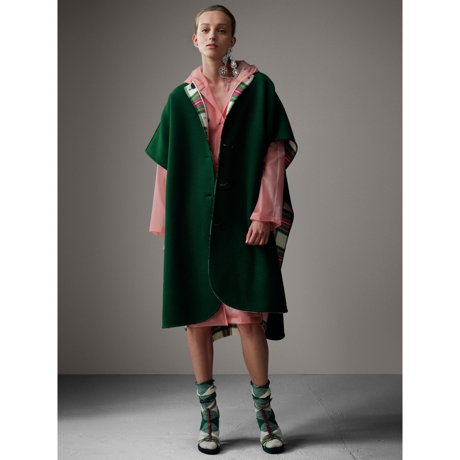 Reversible Tartan Oversized Poncho in Natural White/bottle Green | Burberry Singapore - gallery image 6
