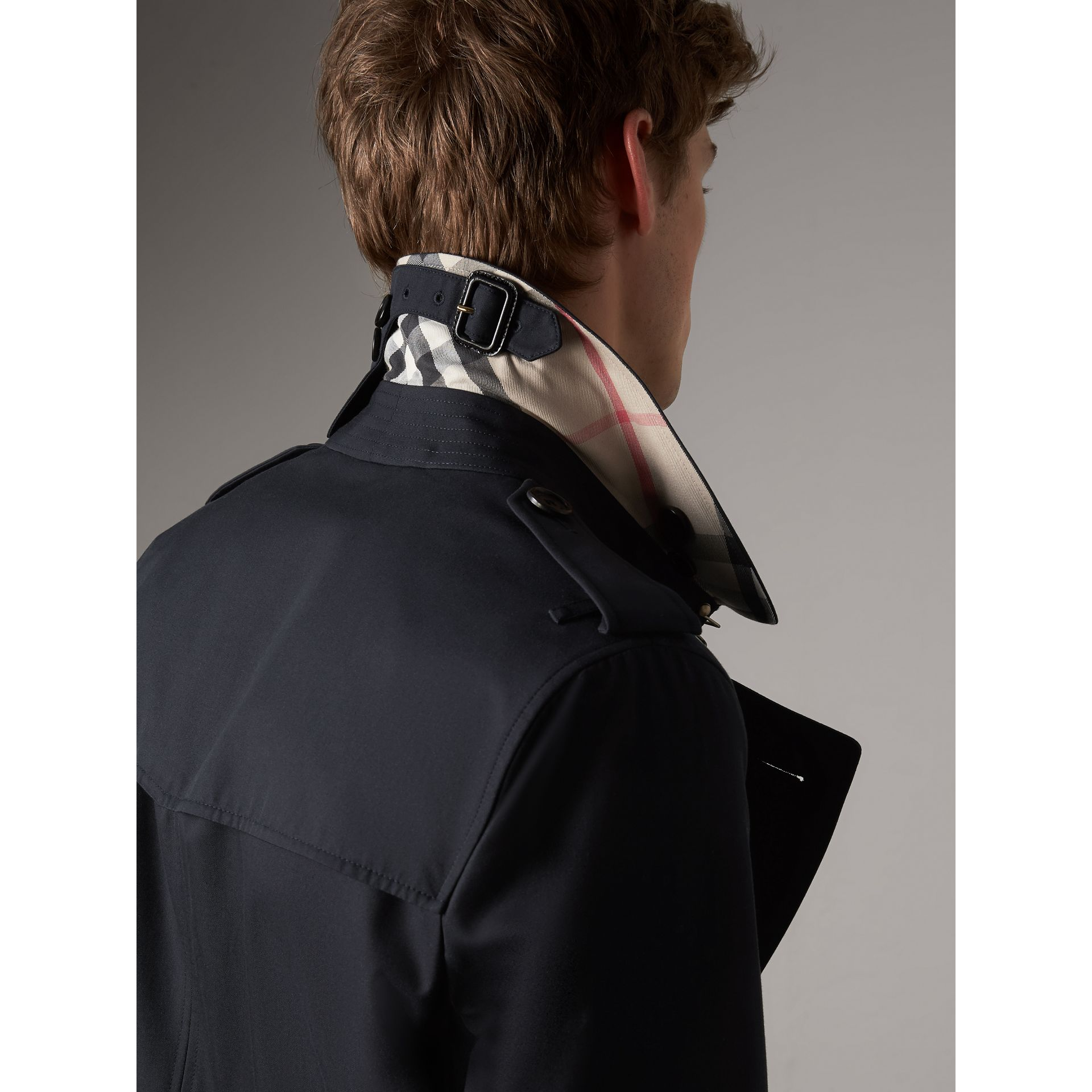 The Sandringham – Mid-length Heritage Trench Coat in Navy - Men | Burberry - gallery image 2