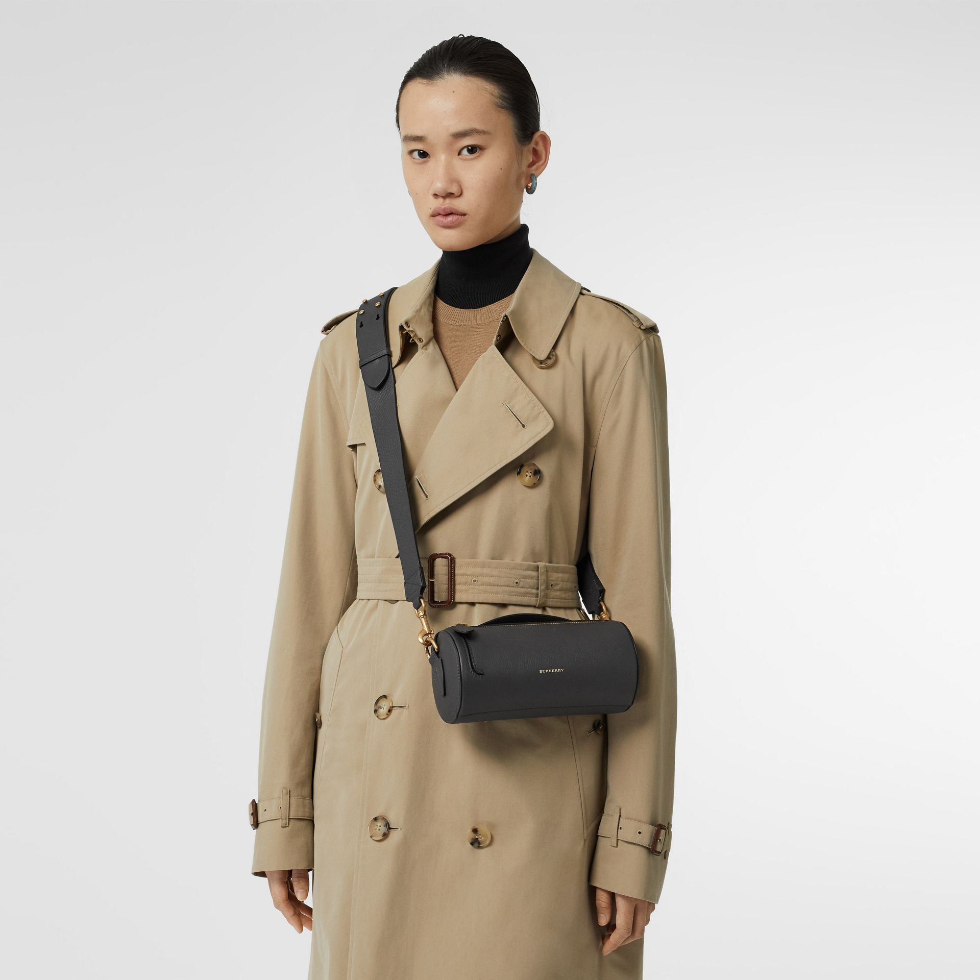 Sac The Barrel en cuir (Gris Anthracite) - Femme | Burberry Canada - photo de la galerie 2