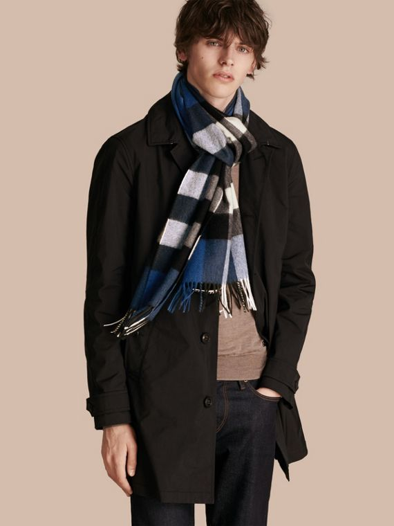Marine blue The Large Classic Cashmere Scarf in Check Marine Blue - cell image 3