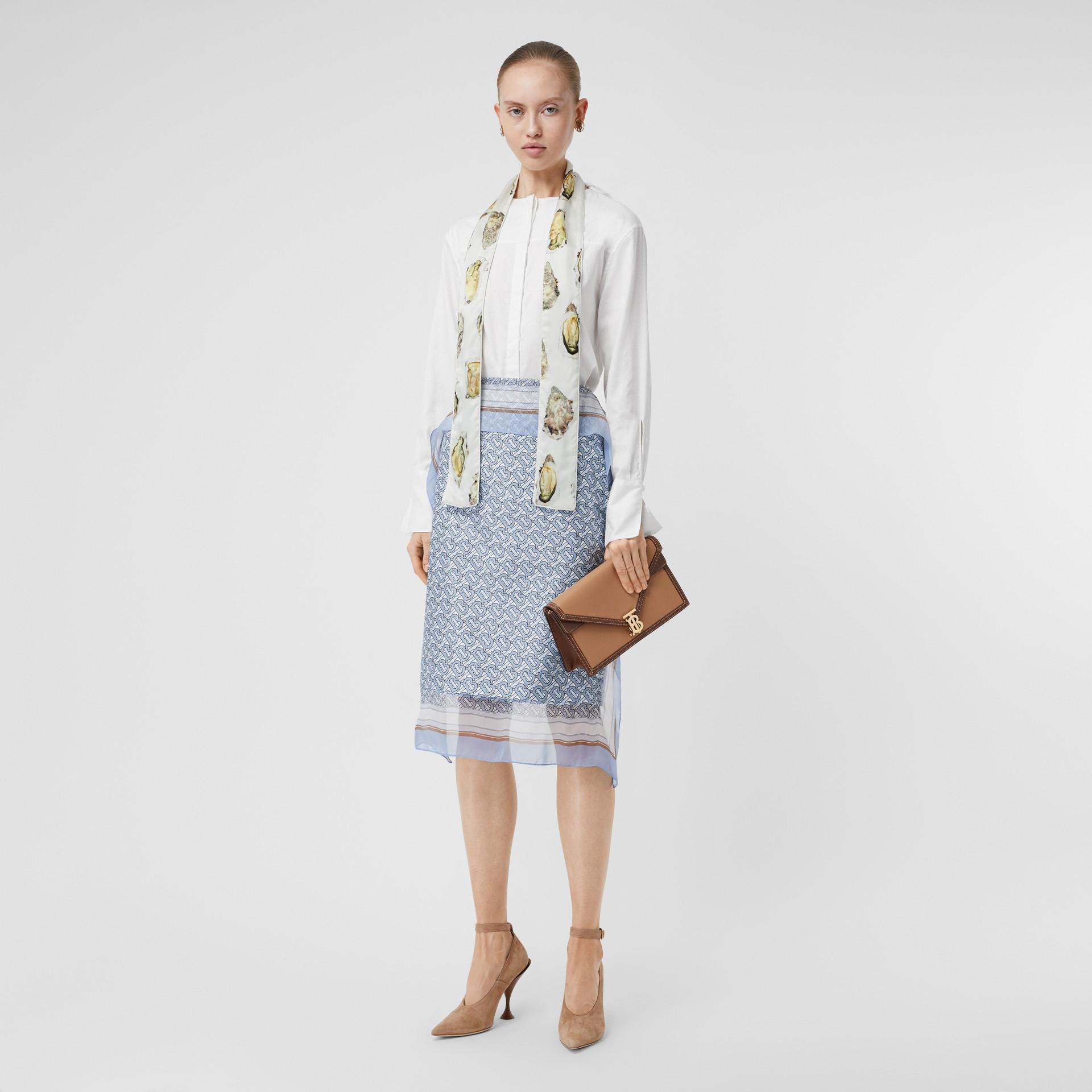 牡蠣印花絲質緞面窄版圍巾 (自然白) | Burberry - 圖庫照片 5