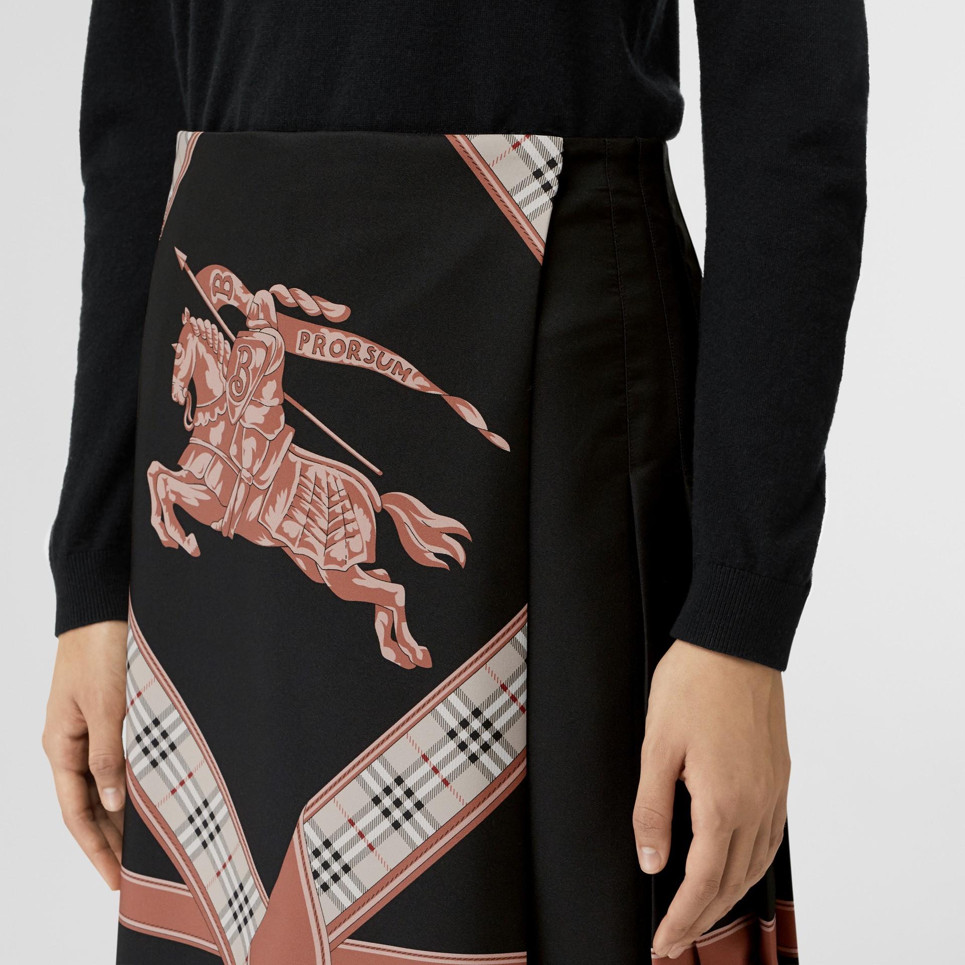 典藏圍巾印花蘇格蘭裙 (多色) - 女款 | Burberry - 圖庫照片 1