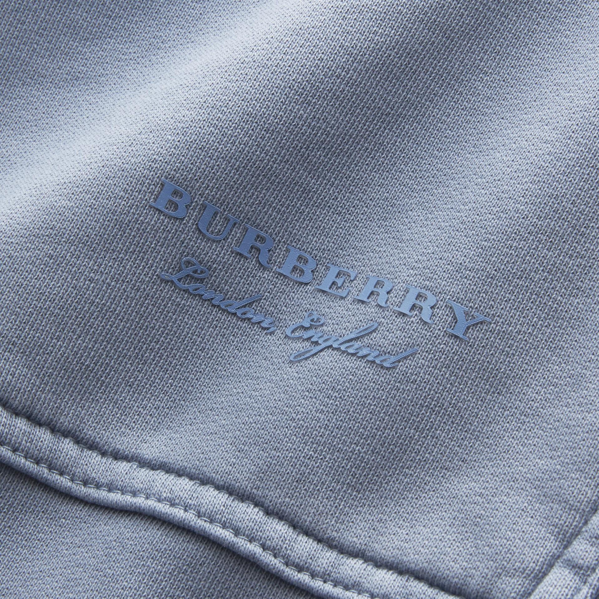 Sweat-shirt oversize unisexe en coton teint avec des colorants pigmentaires (Bleu Cendré) - Femme | Burberry - photo de la galerie 2