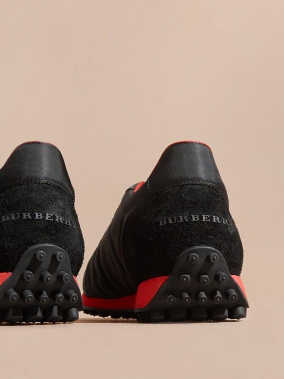 Nero/rosso militare Sneaker tecniche con finiture effetto texture Nero/rosso Militare - cell image 3