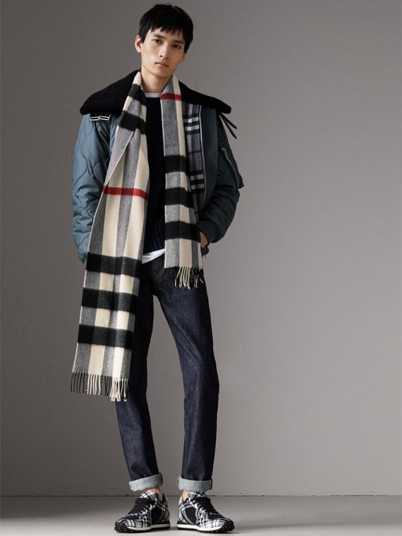 The Large Classic Cashmere Scarf in Check in White | Burberry Singapore - cell image 3