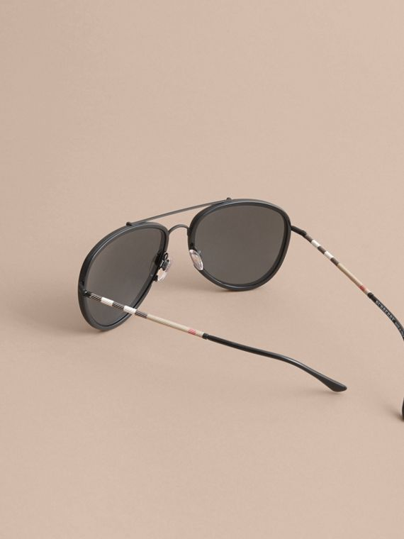 Check Detail Pilot Sunglasses in Black - Men | Burberry United Kingdom - cell image 3