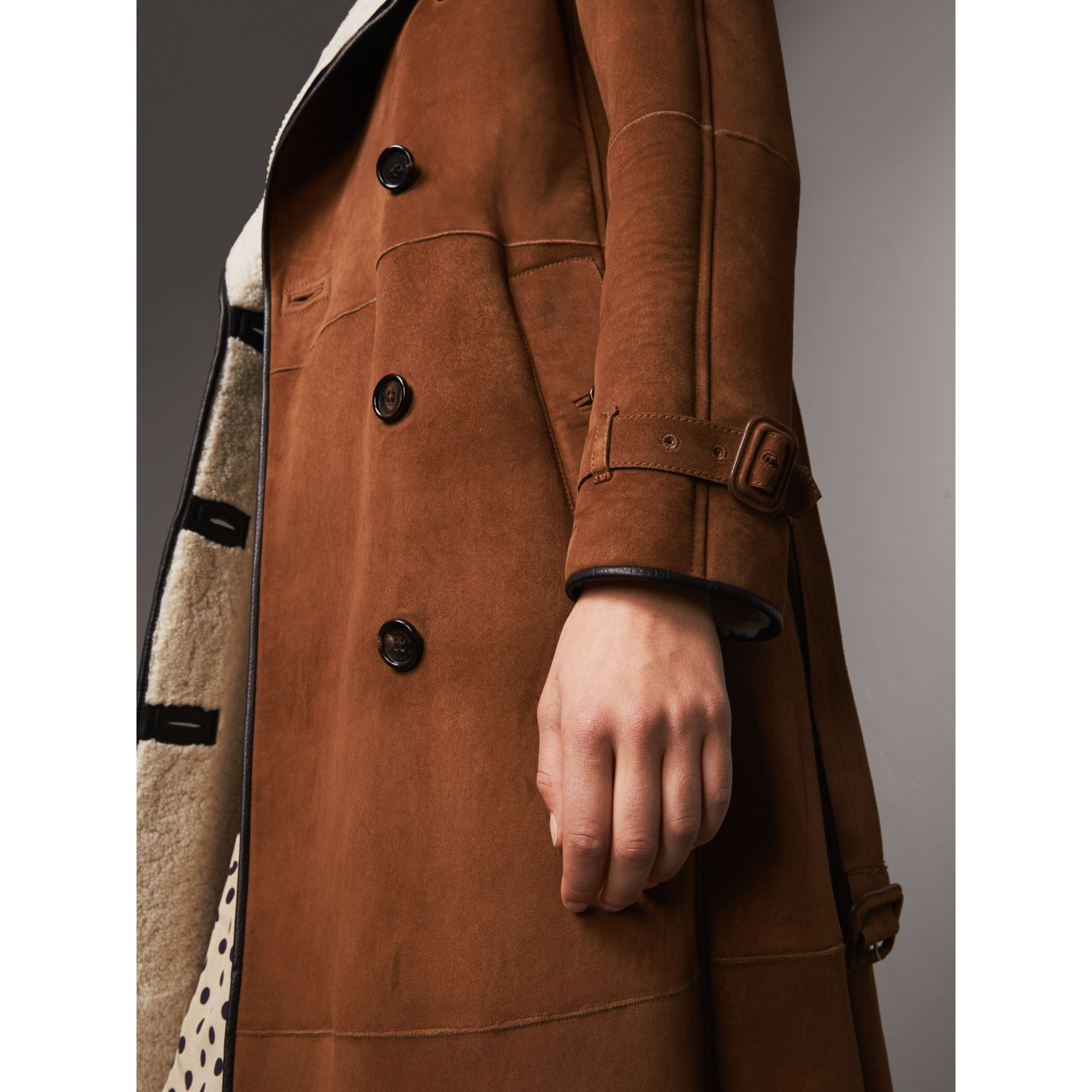 Raglan-sleeve Suede and Shearling Trench Coat in Ecru - Women | Burberry - gallery image 5