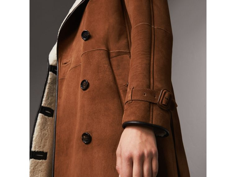 Raglan-sleeve Suede and Shearling Trench Coat in Ecru - Women | Burberry - cell image 4