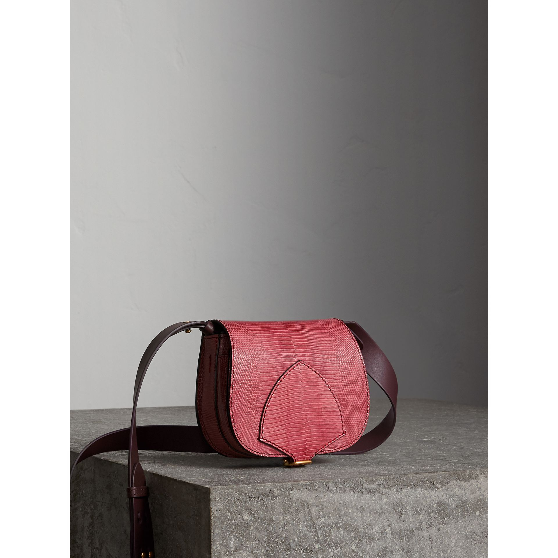 The Satchel in pelle di lucertola (Rosa Azalea) - Donna | Burberry - immagine della galleria 8